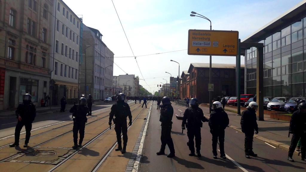 Polizeikette bei #Hal0105